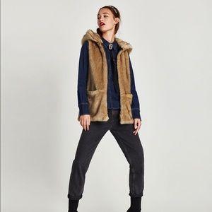 🧥 ZARA Faux fur vest coat with hood